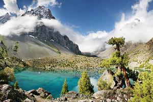 Алаудинское озеро в Фанских горах