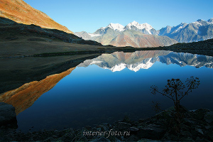 Отражение Белухи в озере Равновесия