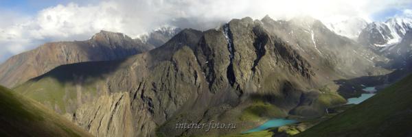 Над Каракабакскими озерами - Северо-Чуйский хребет