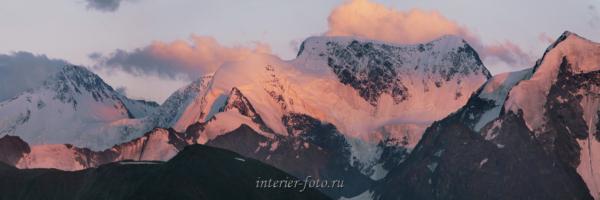 Закатный свет над Белухой
