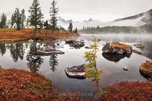 Озеро Круглое осенью в Кузнецком Алатау