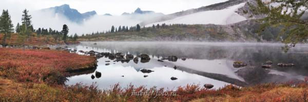 Туманное утро на озере Круглом в Кузнецком Алатау