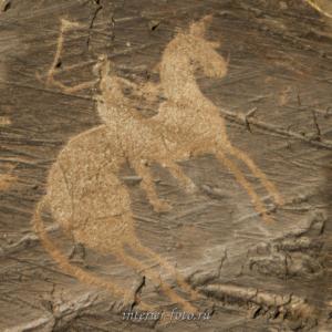 Всадник - наскальные рисунки Монголии