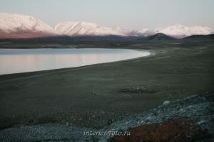 Курганы на берегу озера Хурган - Монголия