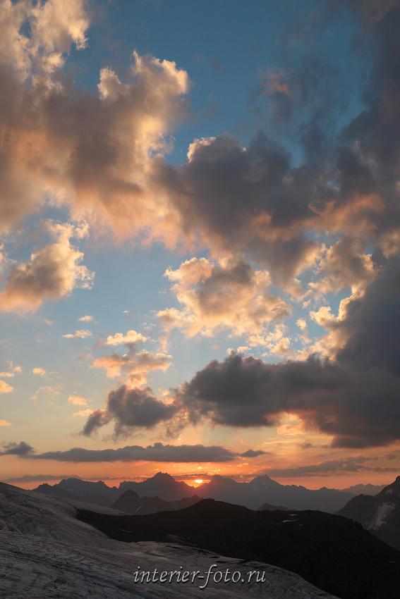 Рассвет со склонов Эльбруса