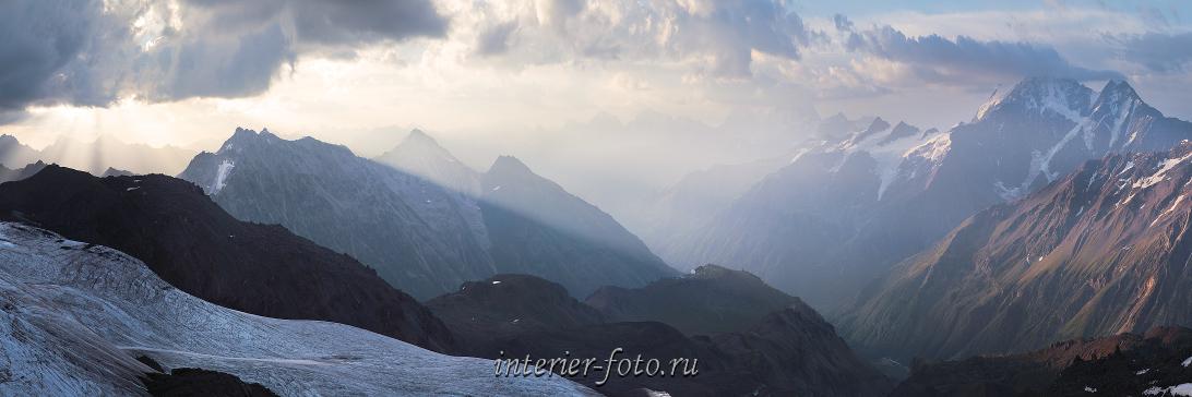 Утренний вид со склонов Эльбруса