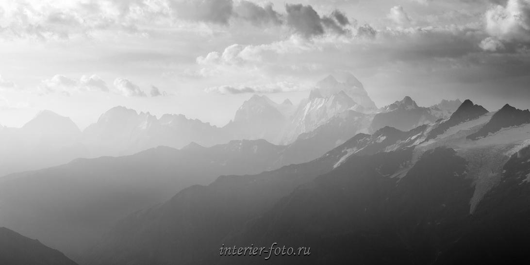 Черно-белое фото Кавказа