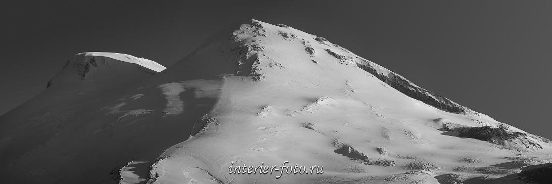 Черно-белое фото Вершины Эльбруса