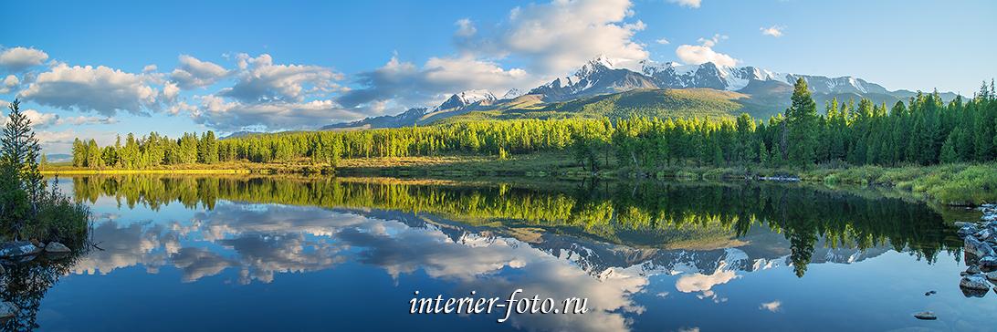 Панорамный вид Лесного озера на Алтае