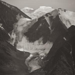 Черно-белое фото Ледник