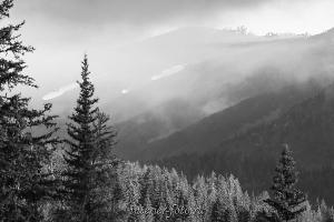 Черно-белое фото Вершины хребта Холзун