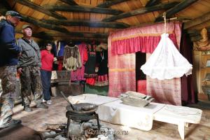 В хакасской деревянной юрте