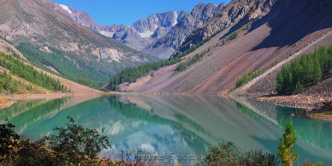 Отражение в озере гор
