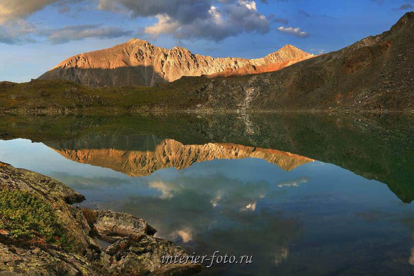 Отражение в горном озере