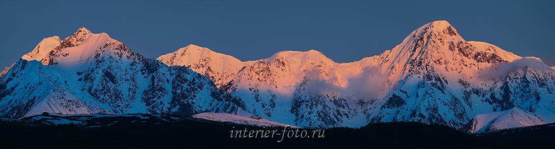 Панорама гор на рассвете