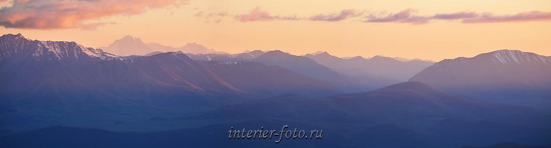 Панорама гор на закате