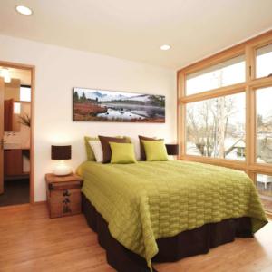 Украшение стен спальни