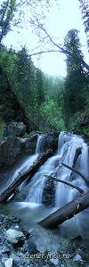 Вертикальное фото Каскады реки Шинок