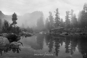 Черно-белое фото Туман на озере Художников Ергаки