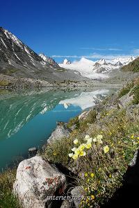 Вертикальная композиция Озеро в верховьях Аккола