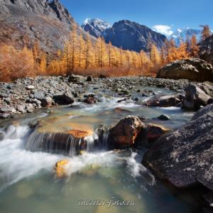Красивый пейзаж Река Маашей на Алтае