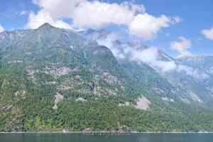 Гора Алтын-Туу с просторов Телецкого озера