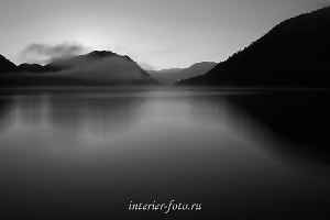 Черно-белое фото Утро на Телецком озере