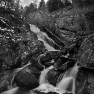 Черно-белые вид Водопад