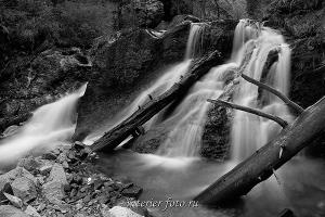 ЧБ фото Каскады реки Шинок