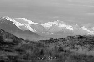 чб фото Вершины Южного Алтая на плато Укок