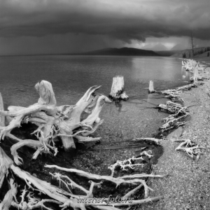 Черно-белая фотография Гроза на озере Хубсугул в Монголии