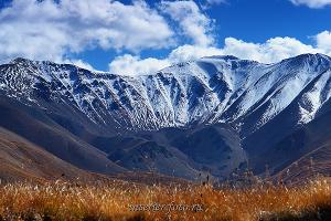 Заснеженная вершина Дунд-Уйгар