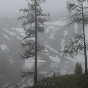Туман на Нижнем озере под горой Красной