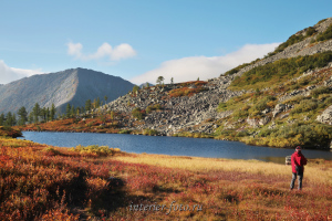 Небольшое озеро между Круглым и Харатасом - Золотая долина