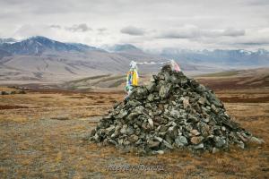 Обо на перевале между Хиндиктик-Холем и долиной Каргы