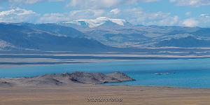 Гора Монгун-Тайга над озером Уурэг-Нуур - Монголия