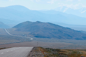 Дорога вдоль озера Толбо - Монголия