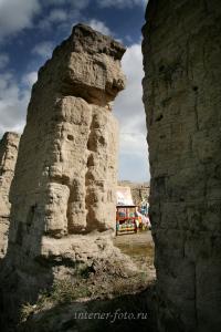 Древние стены Устуу-Хурээ