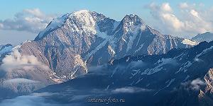 Донгузорун и Накра со склонов Эльбруса