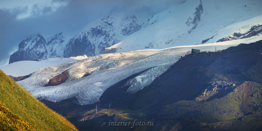 Ледник Азау и станция Мир на склонах Эльбруса