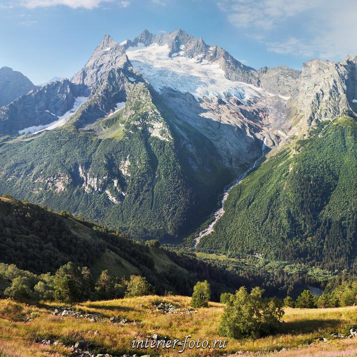 Вид со склонов горы Мусса-Ачитара в Домбае