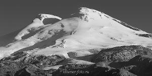 Черно белое фото Эльбруса