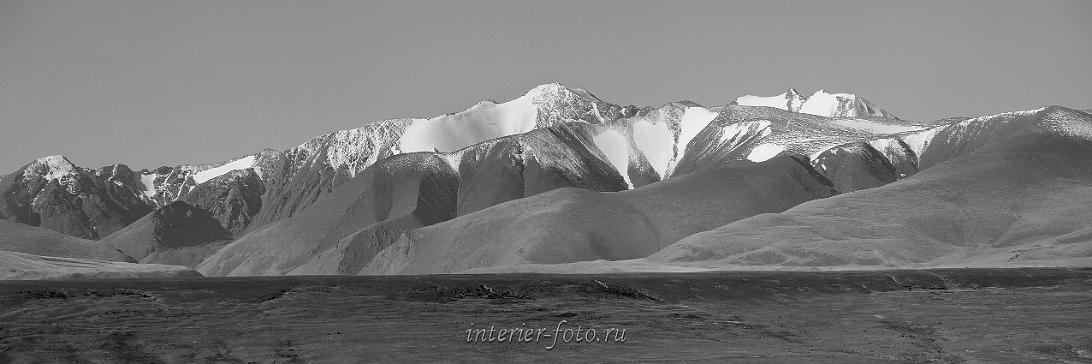 Черно-белые горы в снегу