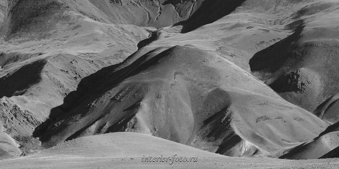 Черно-белые склоны горы