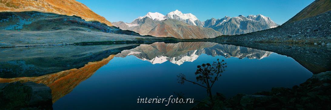 Отражение Белухи в озере Равновесия. Большой Алтай (6137)
