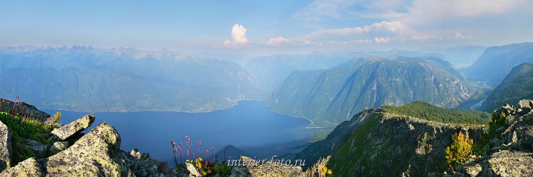 Красивая панорама Телецкого озера