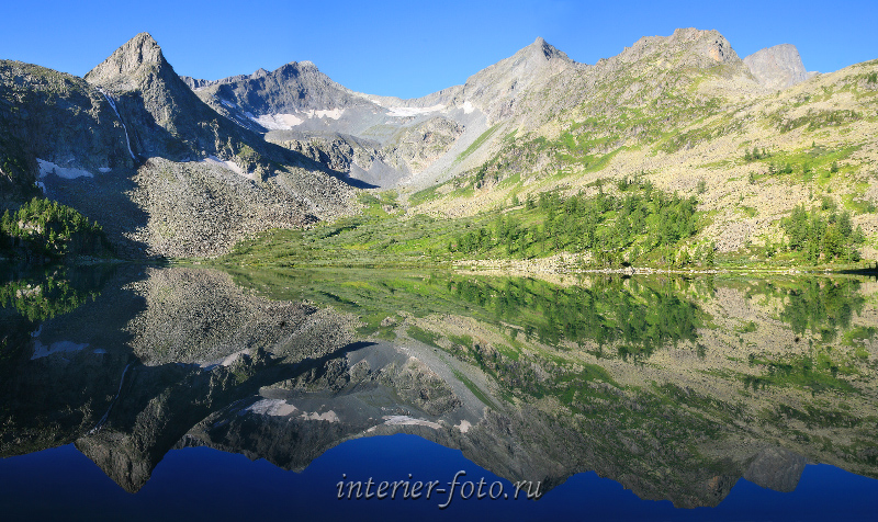 Отражение гор Алтай