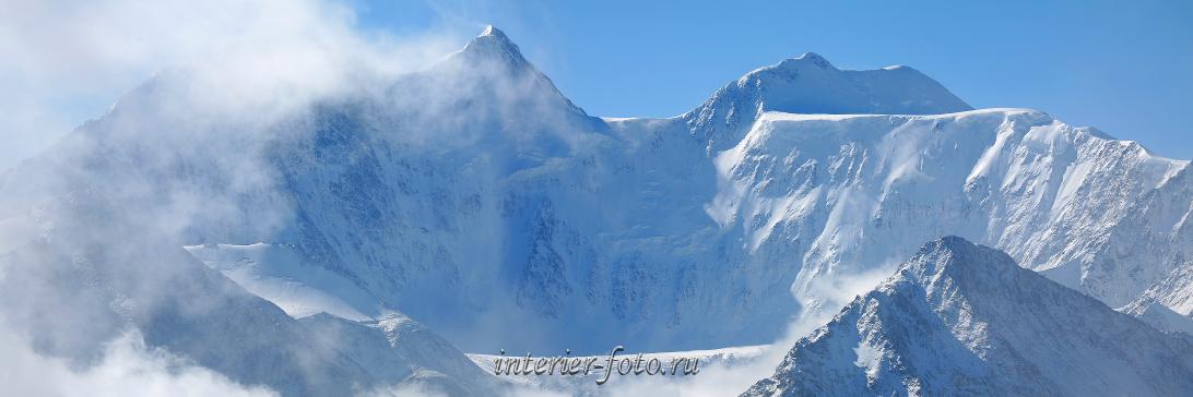 Снежные горы Белуха